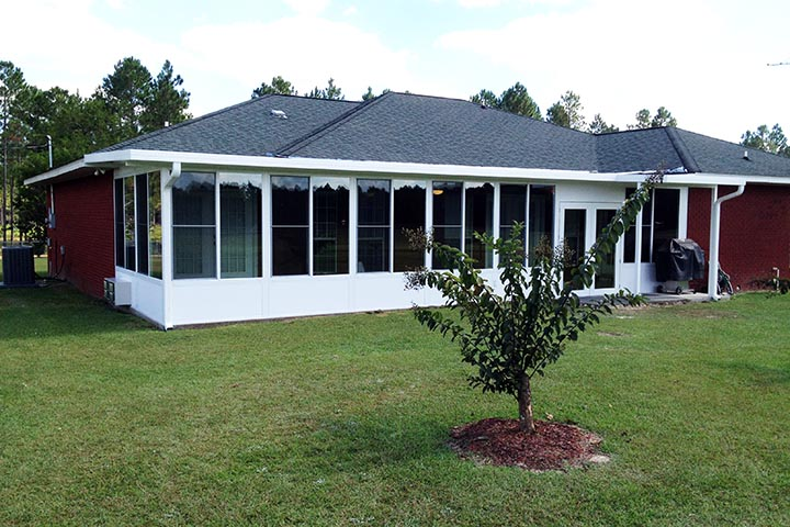 Beautiful and affordable white Sunroom typical of works in Fairhope, Daphne and Spanish fort in Alabama